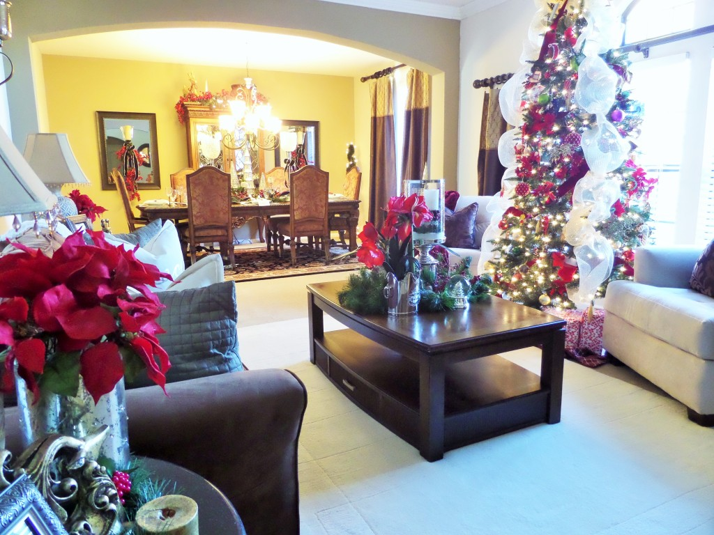 Christmas living room be my guest with denise for Christmas living room pinterest