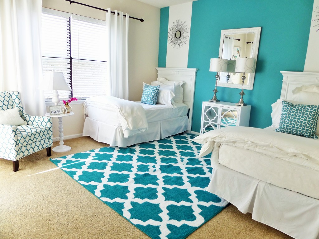 Guest room one room two beds be my guest with denise for Small double bedroom decorating ideas