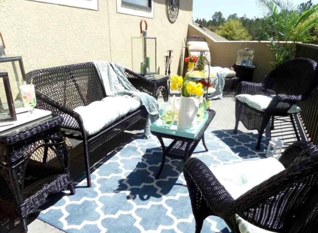 Outdoor Living Space Decor Ideas